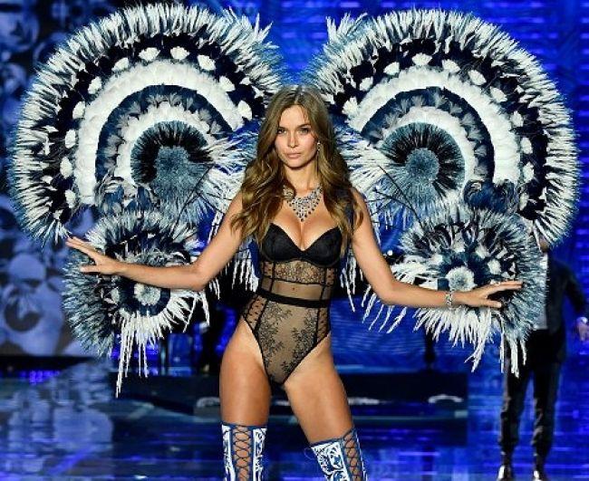 Крылья в стиле бразильского карнавала Victoria's Secret уже использовала в своей весенней коллекции. Тогда подобную