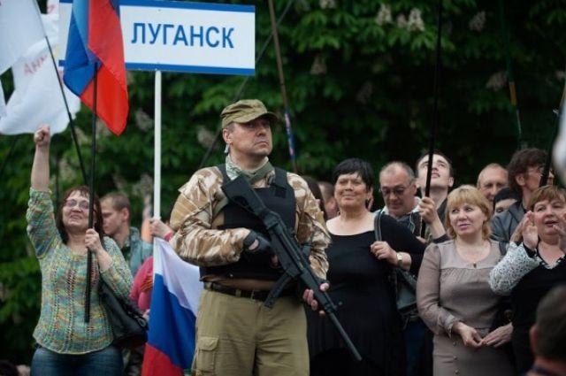 Под покровом ночи вЛуганск зашла колонна бронетехники