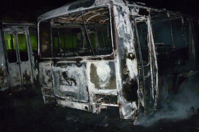 Автобус загорелся во время рейса.