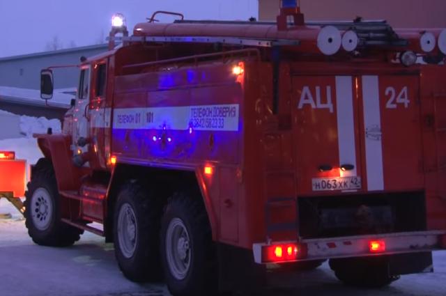 В Кемерове загорелось неэксплуатируемое здание вагонного депо.