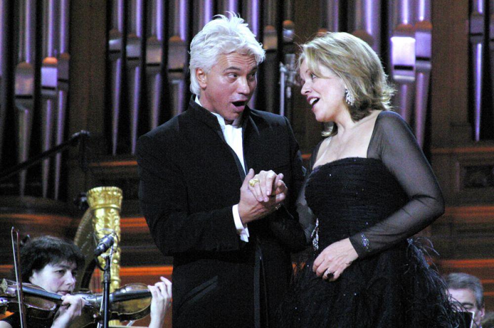 Народный артист России Дмитрий Хворостовский и американская певица Рене Флеминг во время концерта, который они дали в Большом зале консерватории. 2006 год.