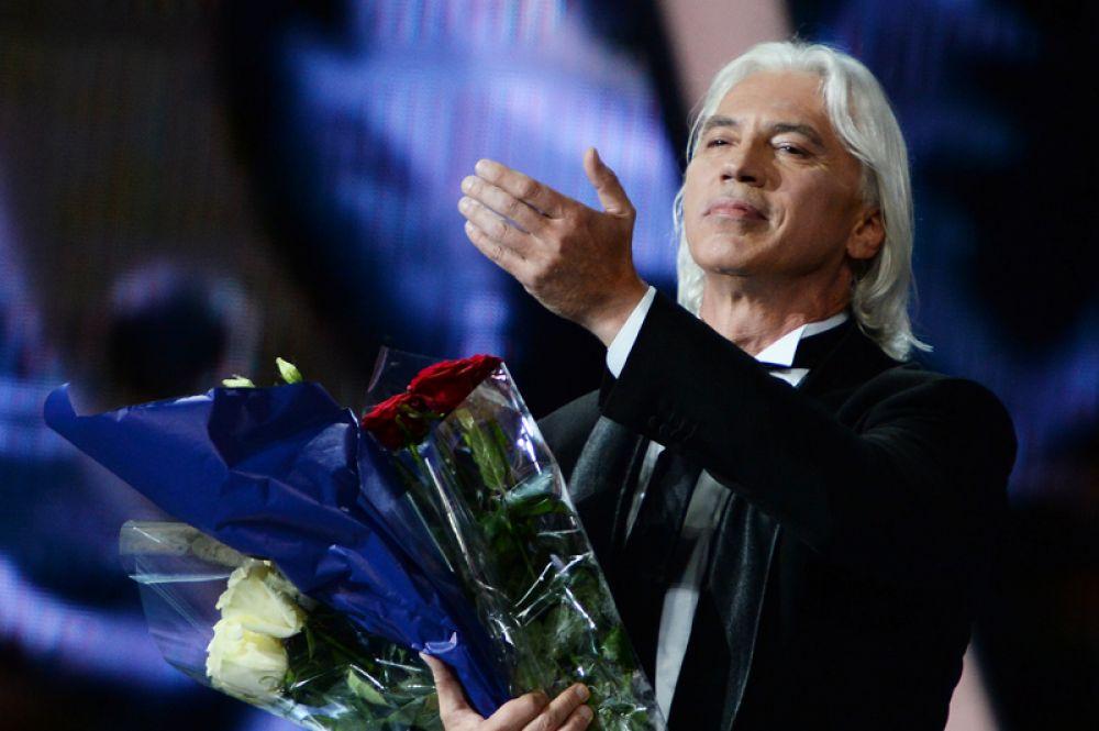 Оперный певец Дмитрий Хворостовский выступает на Международном конкурсе молодых исполнителей популярной музыки «Новая Волна 2016» в Сочи. 2016 год.