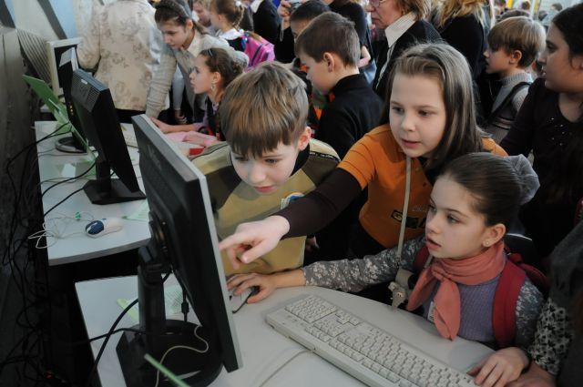 Прогулки по Интернету интересны и полезны, если детей научить правильному с ним обращению.