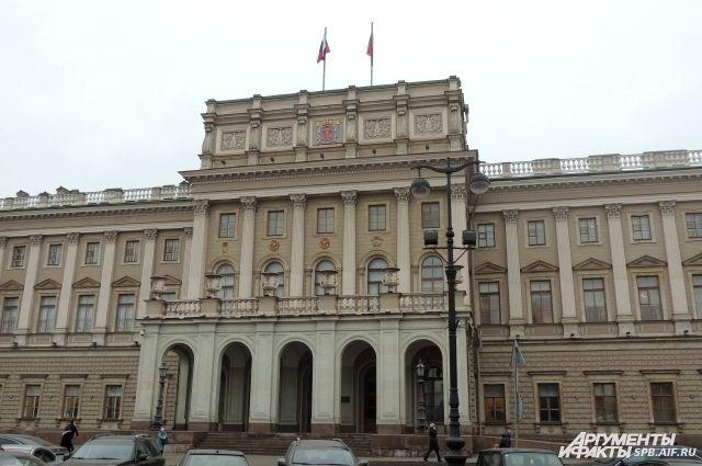 Народные избранники ЗакСа считают руководителя Центрального района Петербурга мазохистом