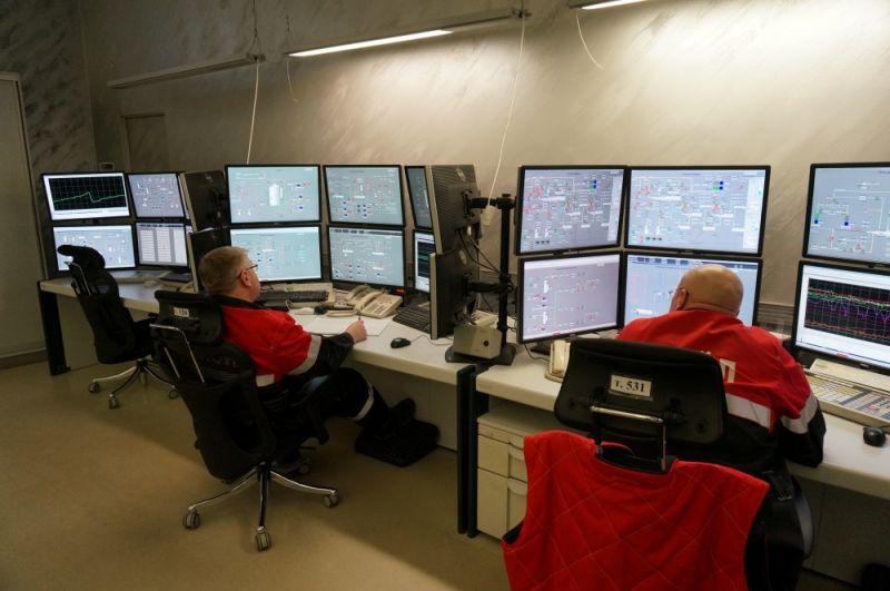 Каждый из сотрудников центра следит за определёнными производственными параметрами.