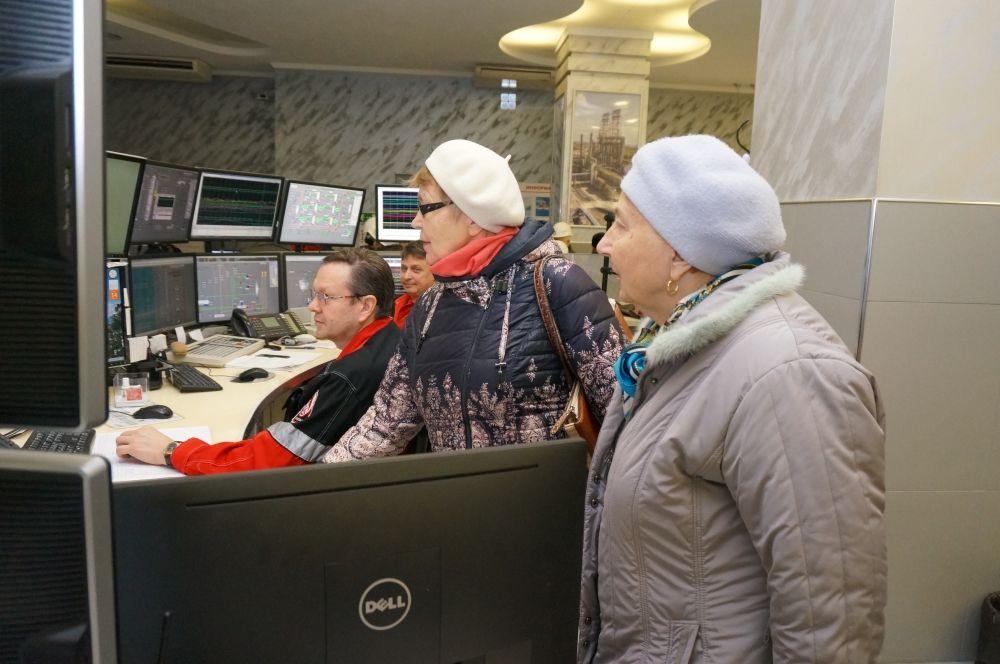 Ветераны с большим интересом изучали современную систему управления.