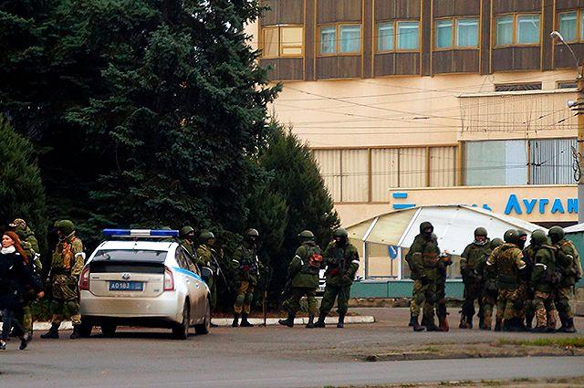 «Плановые учения» с минометами и БТРами. Что происходит в Луганске?