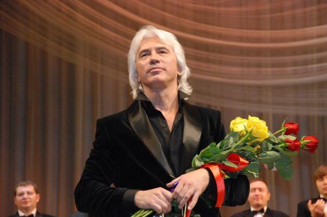 В пермской краевой филармонии рассказали, что сам певец признавался, что его интересует всё, что происходит в Перми.
