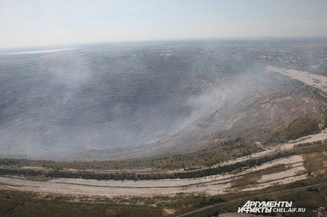 Коркинский разрез, самая глубокая рукотворная яма Евразии, стал одной из главных экологических проблем Челябинской области.