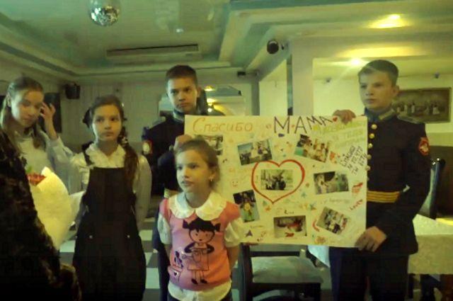 Ресторан, стихи, цветы, свечи: тюменцы делают особенным День матери