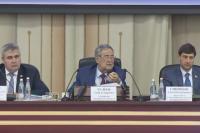 Губернатор Кемеровской области зачитывает бюджетное послание.