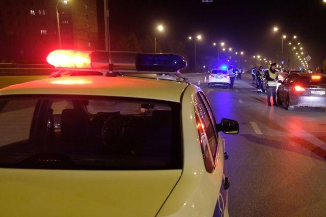 Пешеход пересекал дорогу в неустановленном месте.