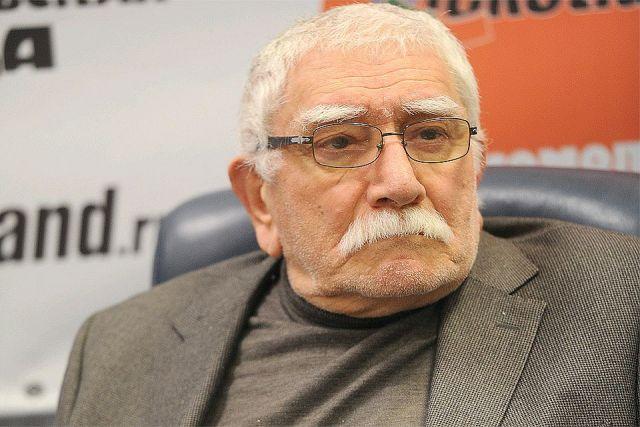 Армен Джигарханян попал в клинику из-за отказа ног