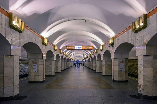 Станцию «Гостиный двор» ипереход на«Невский проспект» закрывали на 5 минут
