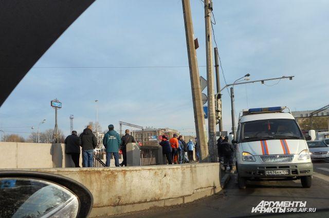 НаОбводном канале вПетербурге найден повешенный труп мужчины