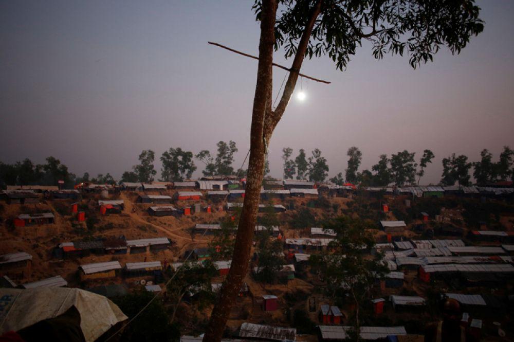 Ночь в поселении беженцев «Хаким Пара» на границе Мьянмы и Бангладеш.