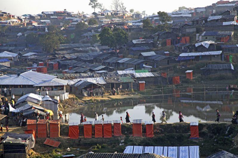 Вид на лагерь беженцев рохинджа «Балухали» на границе Мьянмы и Бангладеш.