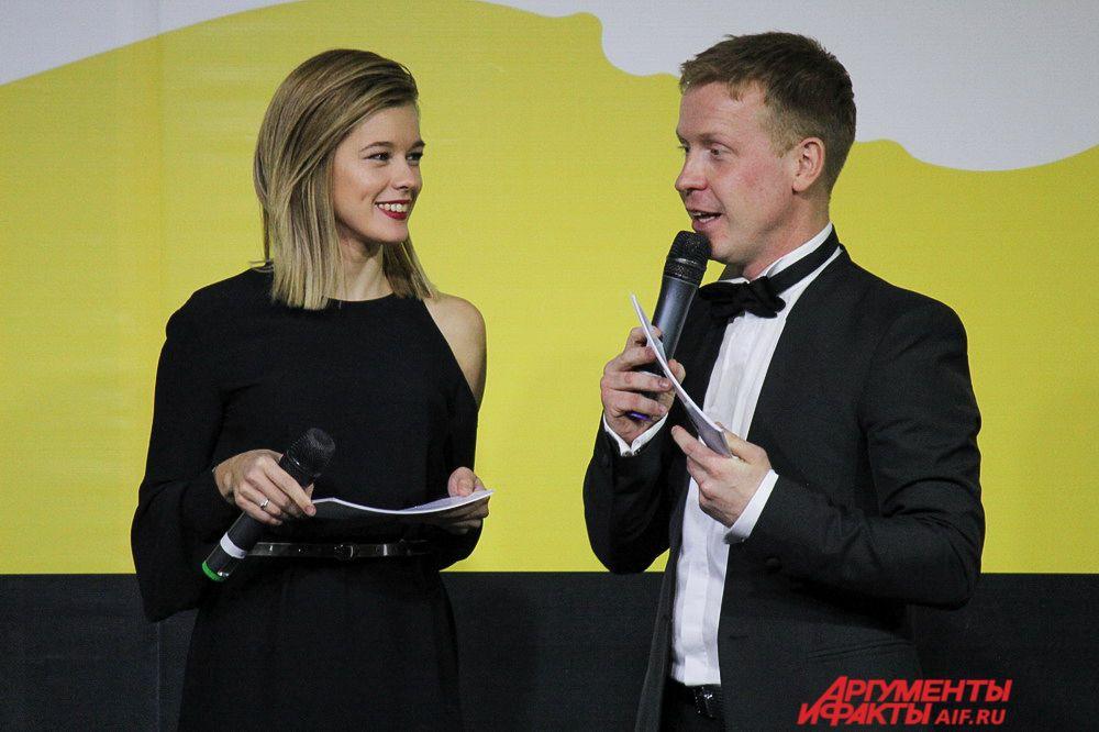 Церемонию награждения вели актриса Катерина Шпица и актёр Антон Богданов.