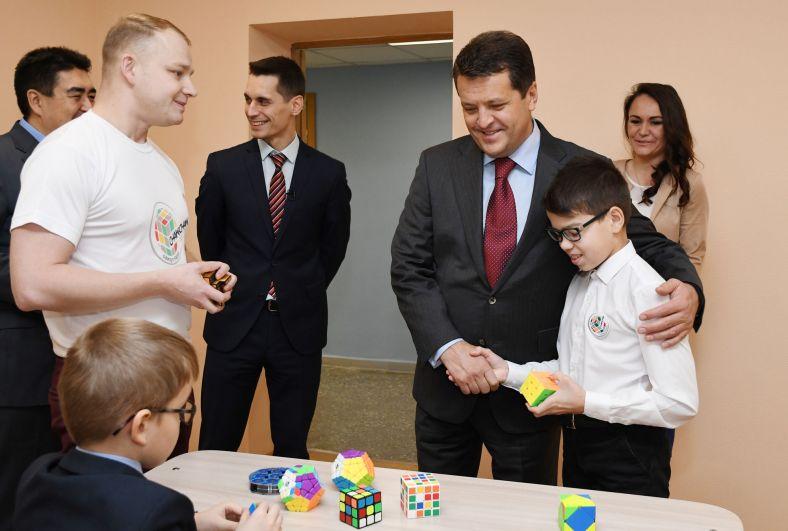 Мэр Казани поддержал инициативу проведения в городе чемпионата по спидкубингу (сборе кубика Рубика на скорость).