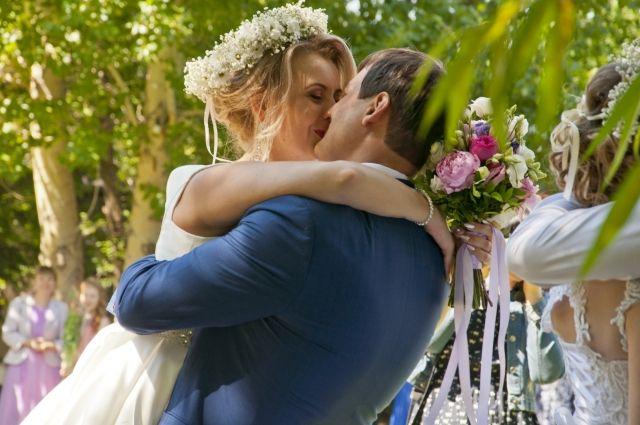 Чаще всего замуж выходили женщины 20-29 лет.