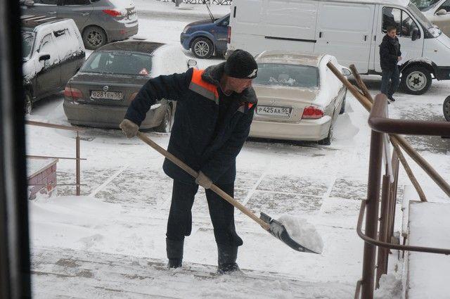 Лед иснег захватывают остановки вОмске