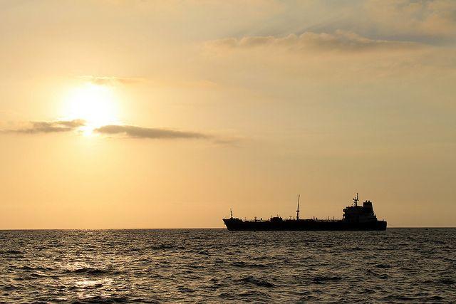 В Японском море произошел пожар на судне с российскими моряками