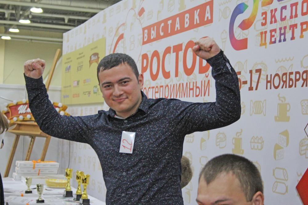 В итоге победу одержал Геворк Софоян. Он справился с пирогом всего лишь за одну минуту и 23 секунды.