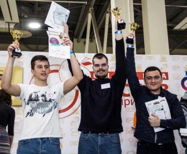 Победители, а также участники, занявшие второе и третье место, получили награды.