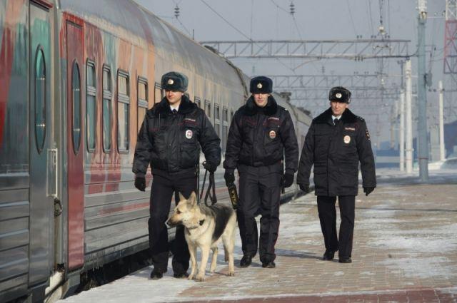 Сотрудники транспортной полиции Кузбасса сняли с поезда жителя Хабаровска.