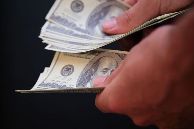 Центробанк немного поднял курсы основных валют навыходные