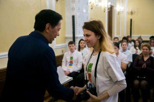 Юным участникам вручили волонтёрские книжки.