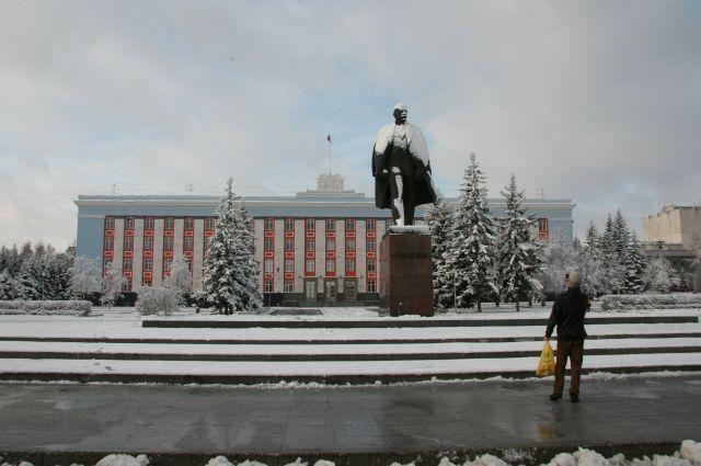 Из четырёх скульптур Ленина на «красной линии» осталось только две.