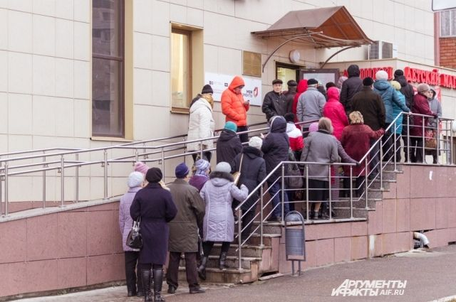 Казань. Очередь в отделы социальной защиты за льготами.