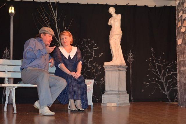 В гости приехали заслуженная артистка Российской Федерации Елена Ерина и артист Михаил Булатов.