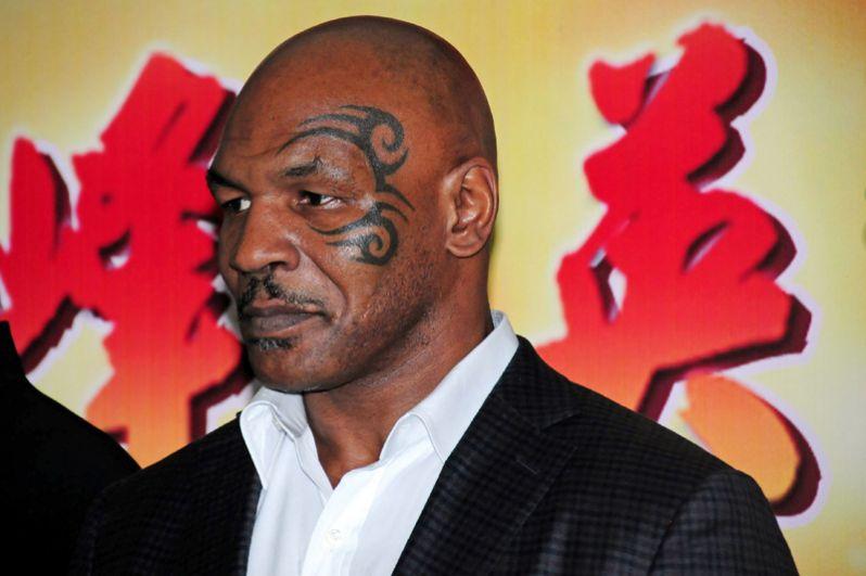 Майк Тайсон. Знаменитого боксёра в 1991 году обвинили в изнасиловании 18-летней Дезире Вашингтон, имевшей титул «Черная мисс штата Род-Айленд». Тайсон был осуждён на 6 лет, три из которых отсидел.
