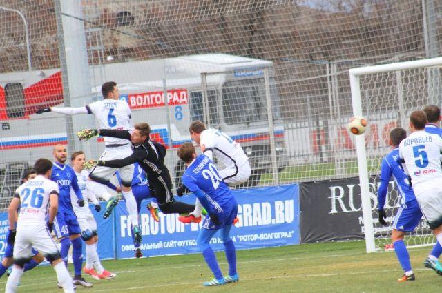 ФК «Оренбург» встретился наполе сволгоградским «Ротором». результаты матча
