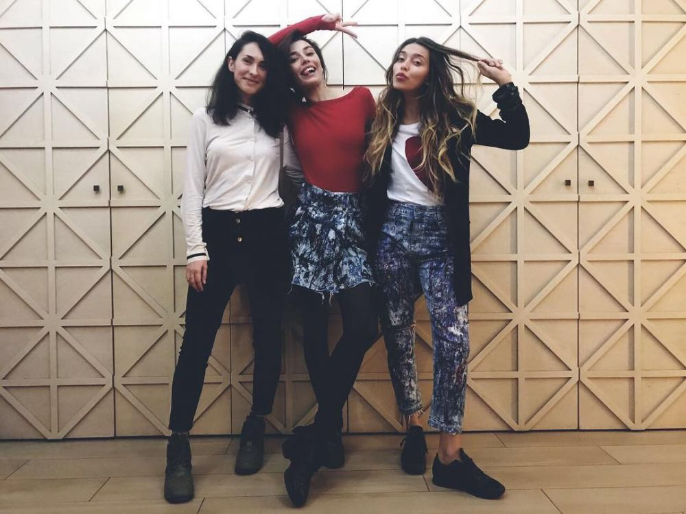 Регина Тодоренко выставила фото с подругами и написала о том, что сильно за ними скучает: «Друзья Друзьевишны, скучаю по вам!!!! @alina_astrovskaya_@chirvalena»