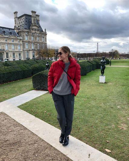 Катя Осадчая посетила Париж. Поклонников телеведущая забросала новыми фото с Франции.