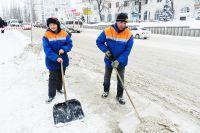 Иркутск завалило снегом.