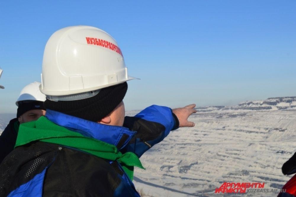 Глубина разреза с самой высокой точки составляет 320 метров (средняя высота десятиэтажного дома, для сравнения, 30 метров).