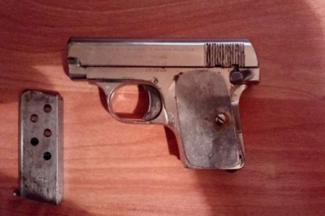 Жительница областной столицы нашла револьвер 1906 года выпуска.
