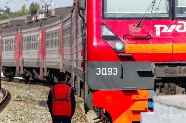 Поезда в скором времени продолжили движение.