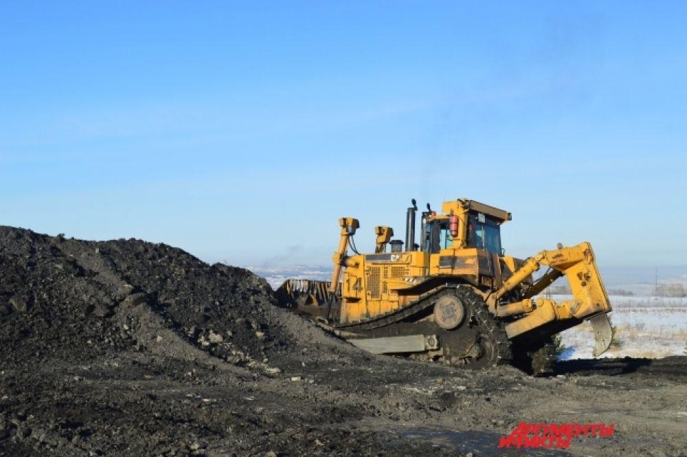 В год на разрезе добывается 9 миллионов тонн угля. Запасов тут хватит ещё на 40-45 лет.
