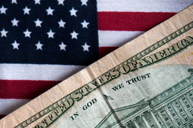 Биржа: доллар упал вцене , евро и русский  руб.  подорожали