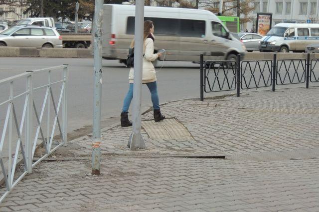 Красноярцы сравнивают новые ограждения с кладбищенскими оградками.