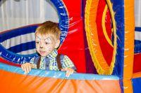 Вне приступов Стёпа - весёлый малыш, который очень любит играть.