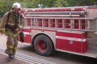 Спасатели вывели из соседней квартиры 85-летнюю женщину, чтобы она не отравилась угарным газом.