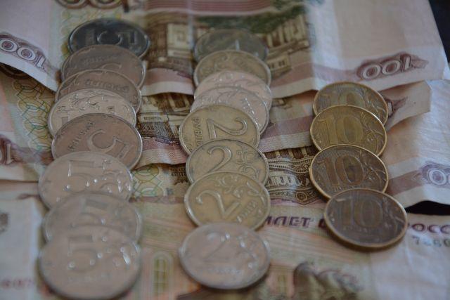 Деньги пермяки тратят на еду, платежи и кредиты.