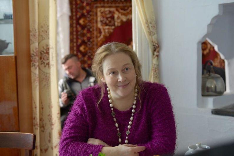 После съёмок в её стареньком доме хозяйка передумала продавать свою недвижимость, с которой ранее планировала расстаться. Актрисе Юлии Ауг дом, похоже, тоже понравился.