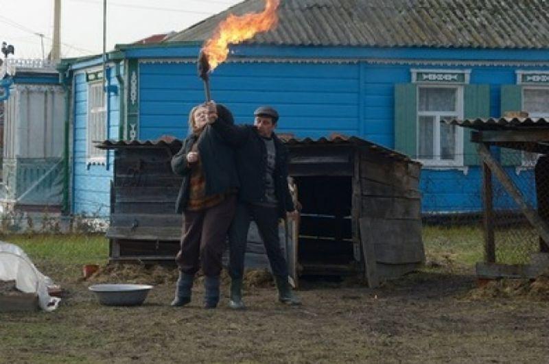 Новый современным дом вызывает страшную зависть соседей – деревенской пары Виктора и Татьяны Ширшиковых.